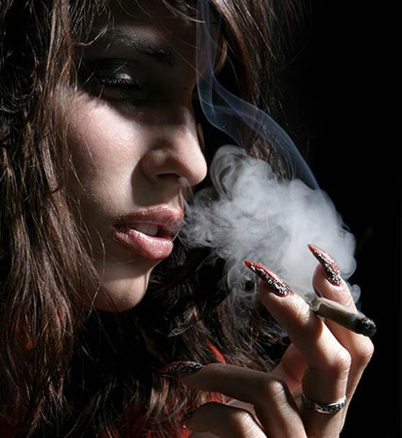 женщина стала картинка курю и плачу пропильная орнаментальная резьба