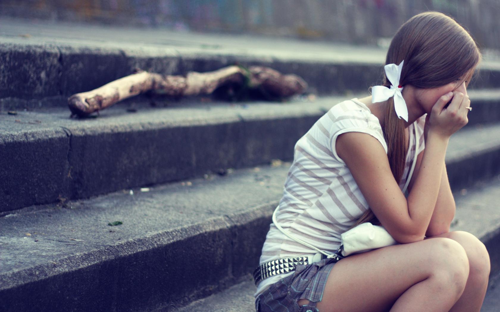 Открытки, картинки плачет девушка про жизнь
