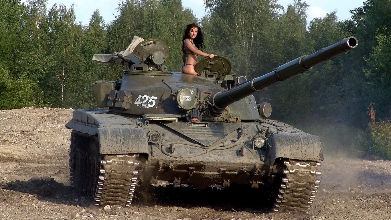 Фото девушек на танке 1 фотография